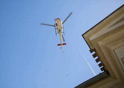 arrivée des mariés en hélicoptère