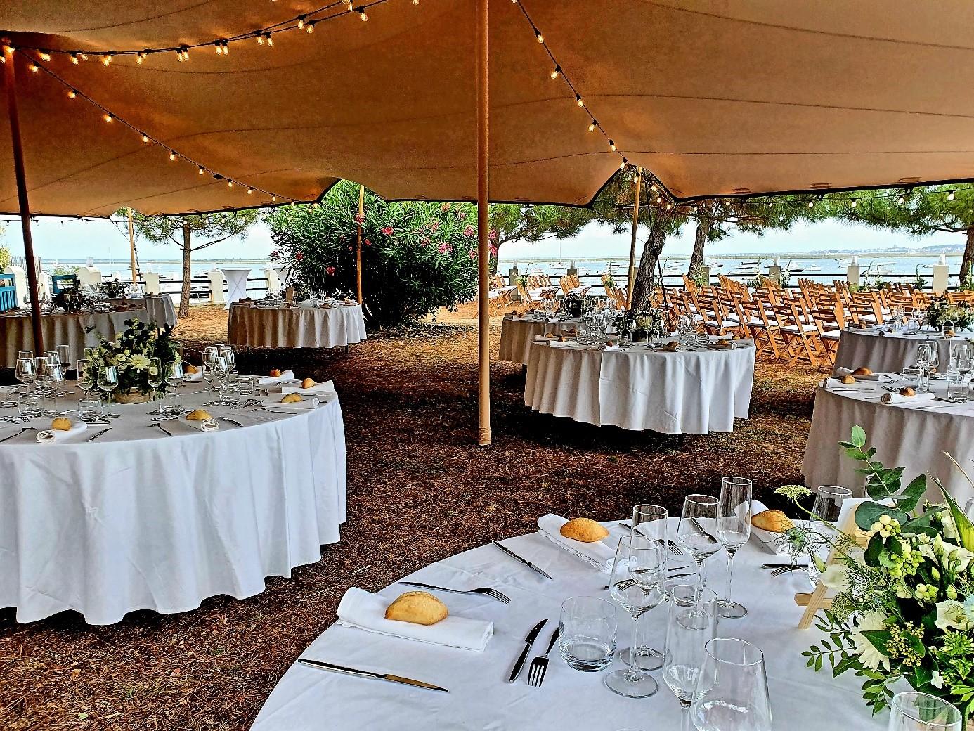 réception diner sous tente éphémère