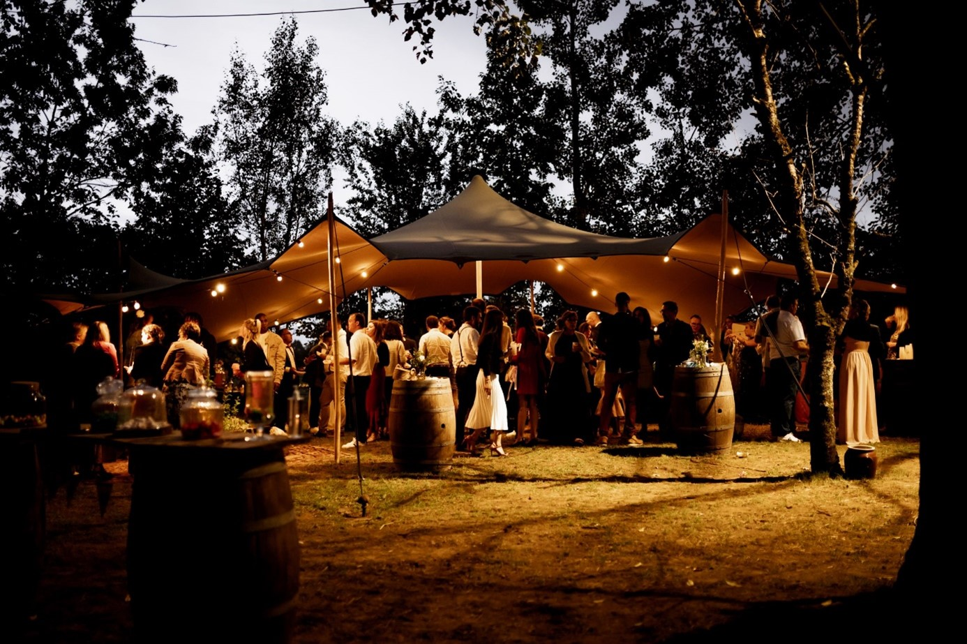 reception mariage sous tente exterieure